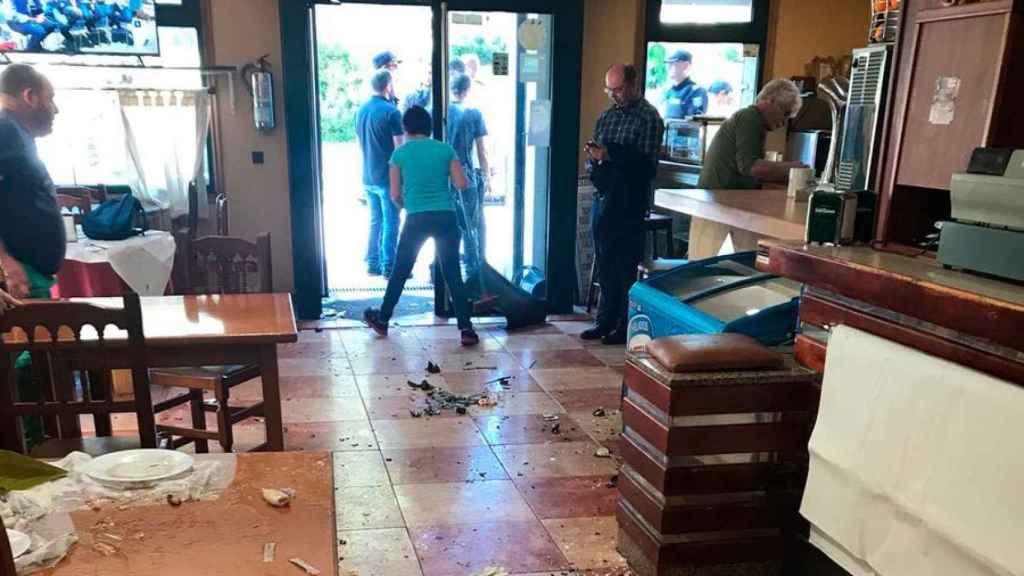 El estado del bar de Coruxo donde se produjeron los altercados.
