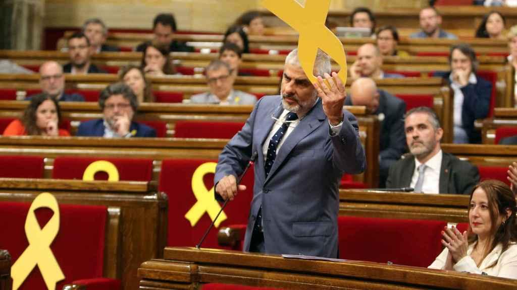 Carrizosa recibió amenazas en su casa tras retirar el lazo amarillo del Parlament