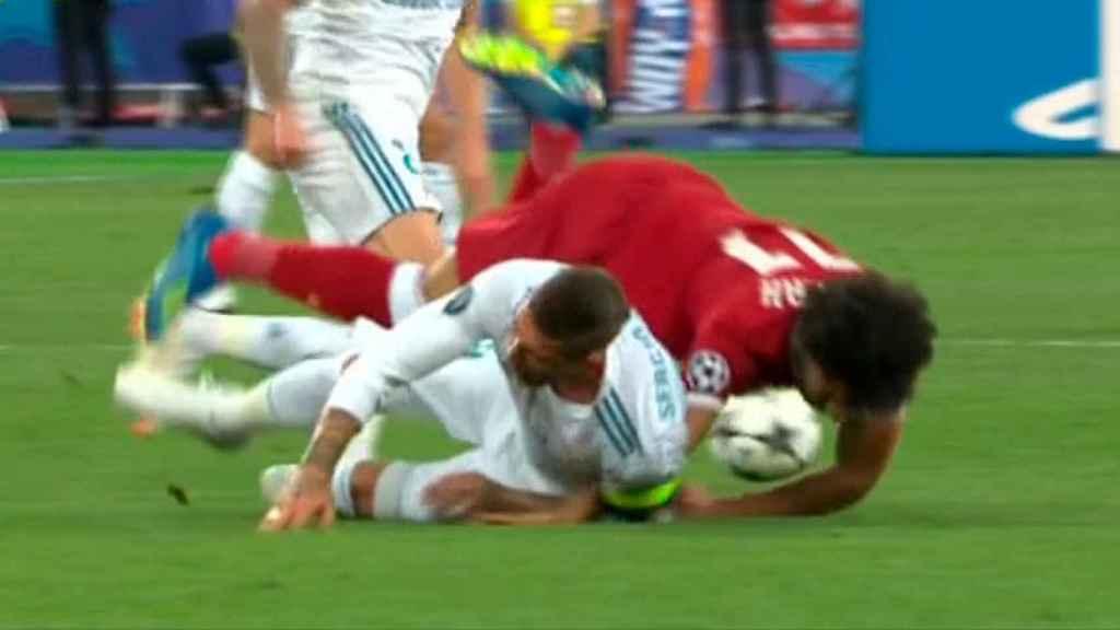 Salah, lesionado en el hombro