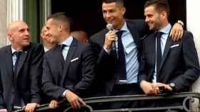 Cristiano Ronaldo, en el balcón de la Comunidad de Madrid