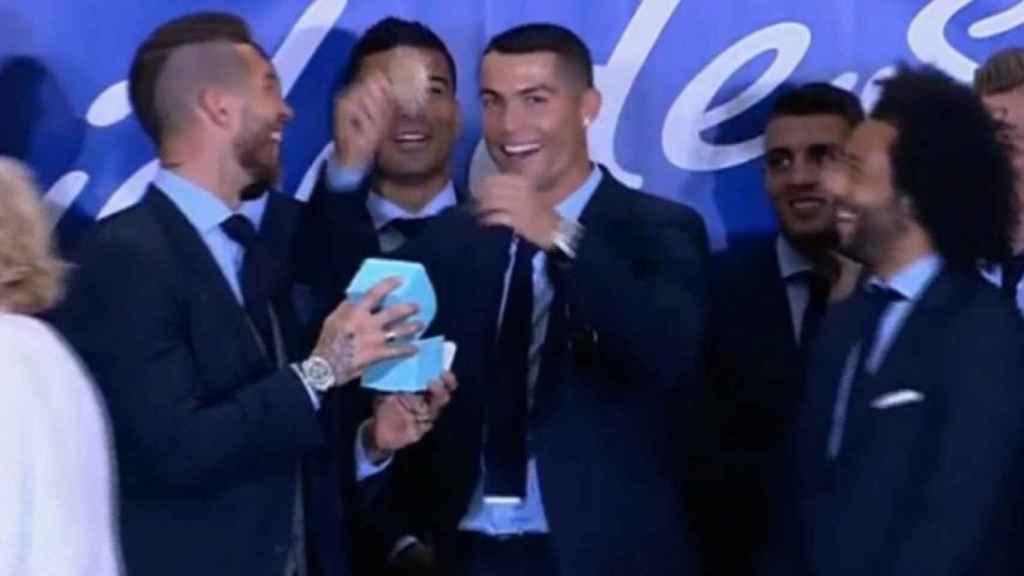 Cristiano Ronaldo con la famosa medalla de chocolate de Carmena