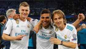 Casemiro junto a Modric y Kroos tras ganar La Decimotercera