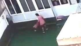 Pantallazo del vídeo con los maltratos infantiles.