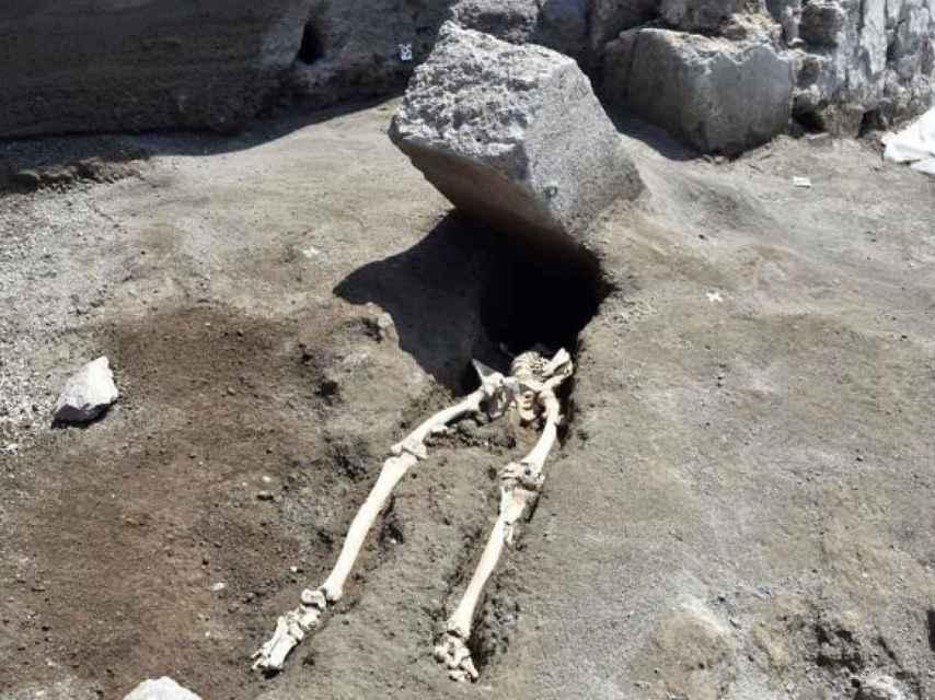 Hallazgo del cuerpo de la víctima decapitada.