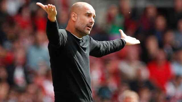 Pep Guardiola se queja por una ocasión fallada.