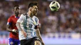 Messi controla un balón durante el encuentro amistoso contra Haíti.