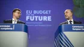 Los comisarios Valdis Dombrovskis y Pierre Moscovici