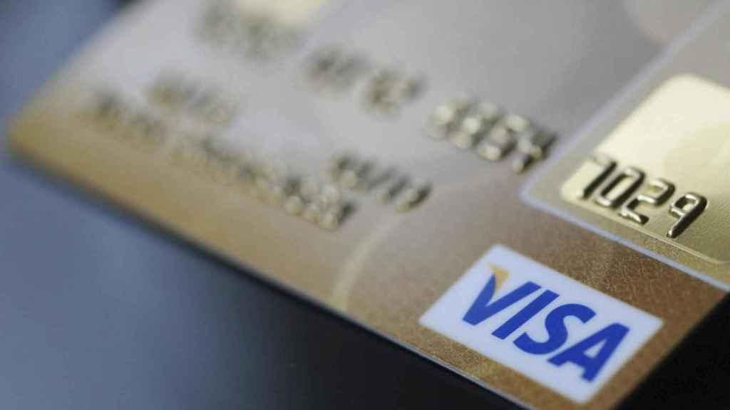 Una tarjeta Visa.