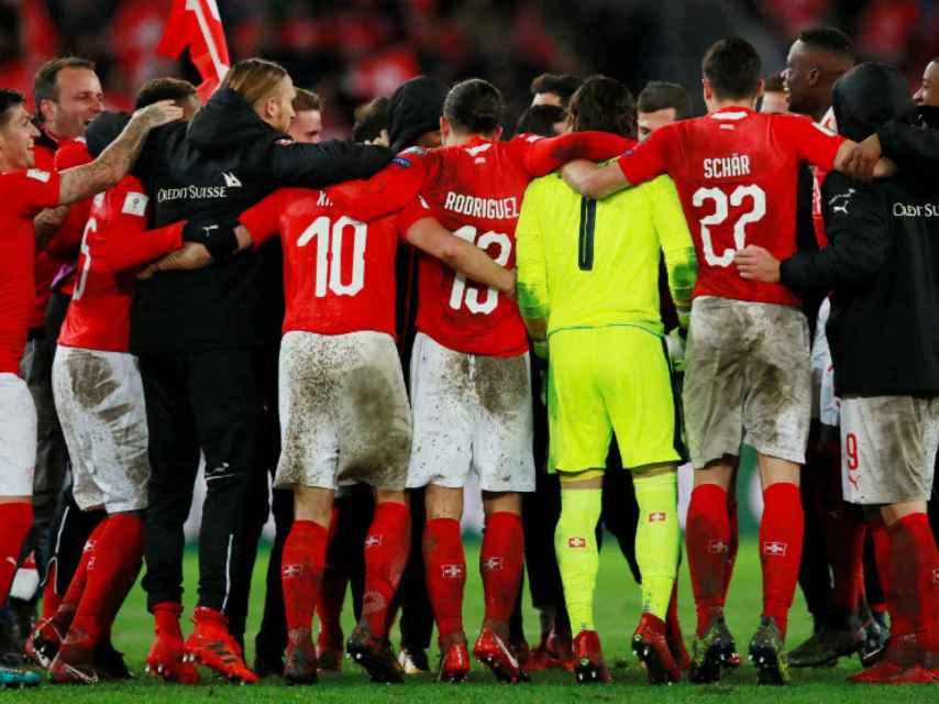 Los jugadores de Suiza celebran el pase al Mundial.