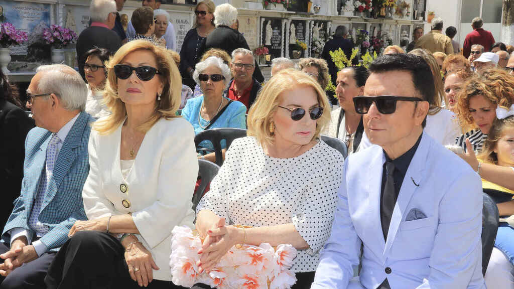 Rosa Benito, Gloria Mohendao y José Ortega Cano.