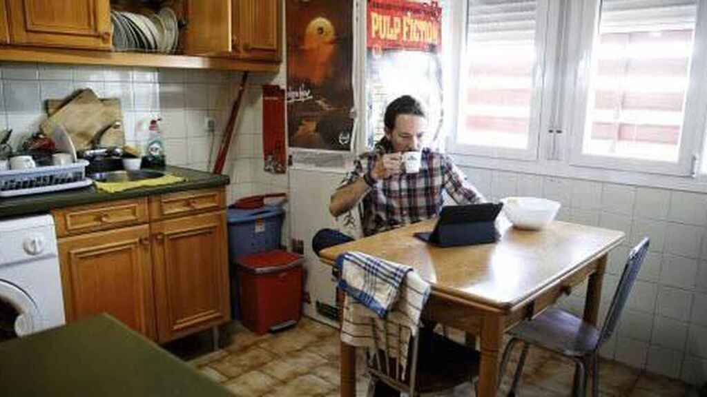 Pablo Iglesias en su piso de Vallecas, antes de trasladarse a Galapagar.