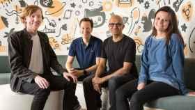 Chris Wanstrath (izquierdat), CEO de Github y cofundador; Nat Friedman, vice presidente corporativo de Microsoft ; Satya Nadella, CEO de Microsoftt y Amy Hood, CFO de Microsoft.