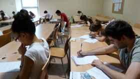 Alumnos realizando una prueba de Selectividad