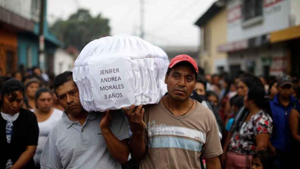Funeral de una de las víctimas
