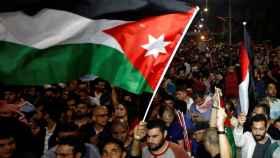 Continúan las protestas en Jordania a pesar de la dimisión del primer ministro