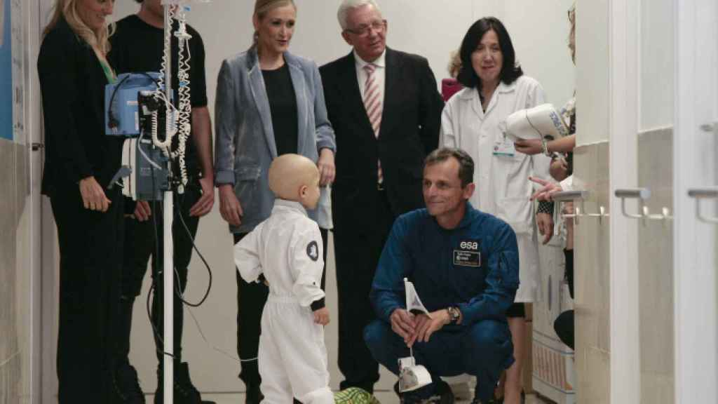 Pedro Duque durante la inauguración de la Estación Lunar de la Fundación Juegaterapia en el Hospital General Gregorio Marañón en Madrid.