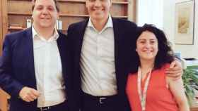 Juanma Serrano y Maritcha Ruiz, hasta ahora jefe de Gabinete y directora de Comunicación, con Sánchez.