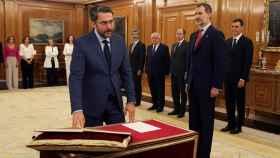 Máxim Huerta promete su cargo como ministro de Cultura y Deportes del Gobierno de Pedro Sánchez ante Felipe VI.