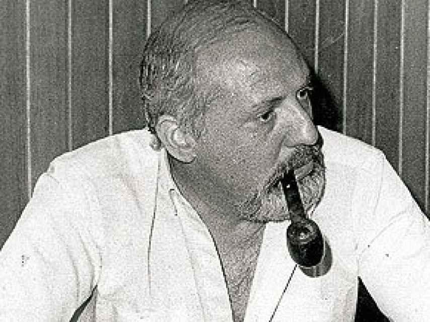 José María Calviño aparecía en muchas fotos de prensa fumando en pipa.