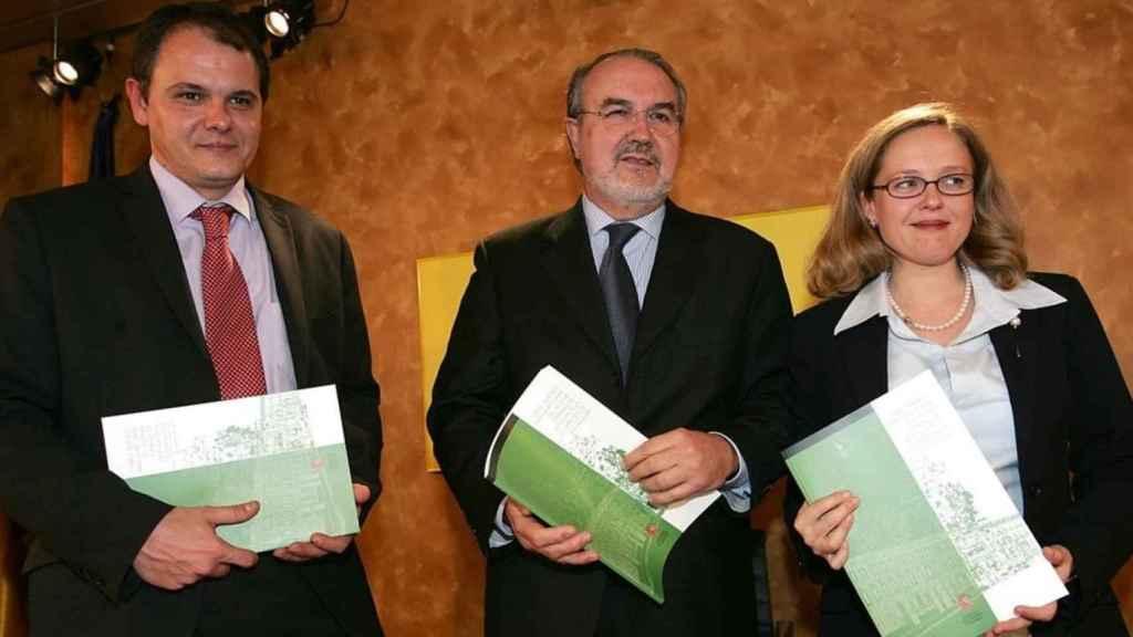 Nadia Calviño, a la derecha de Solbes durant su etapa como funcionaria en el ministerio.