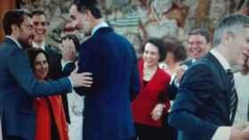 Felipe VI junto a los ministros tras prometer su cargo.