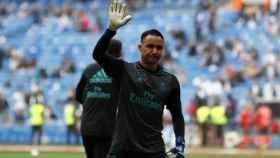 Keylor Navas saluda a la afición madridista antes del partido contra el Celta. Foto: Pedro Rodríguez/El Bernabéu