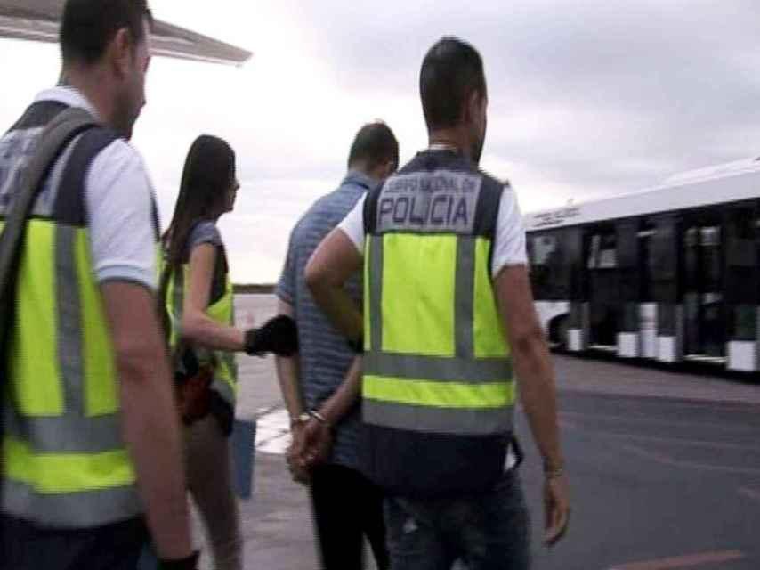 Rafael Alberto-Burgos llega a España custodiado por la policía