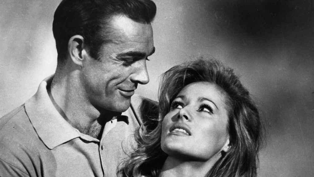 Gayson, junto a Sean Connery en una película de James Bond.