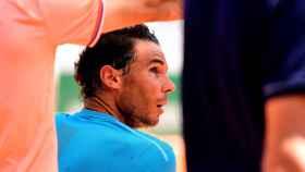 Nadal, durante un descanso en un partido de Roland Garros.