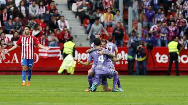 Los jugadores del Valladolid celebran uno de sus goles este domingo.