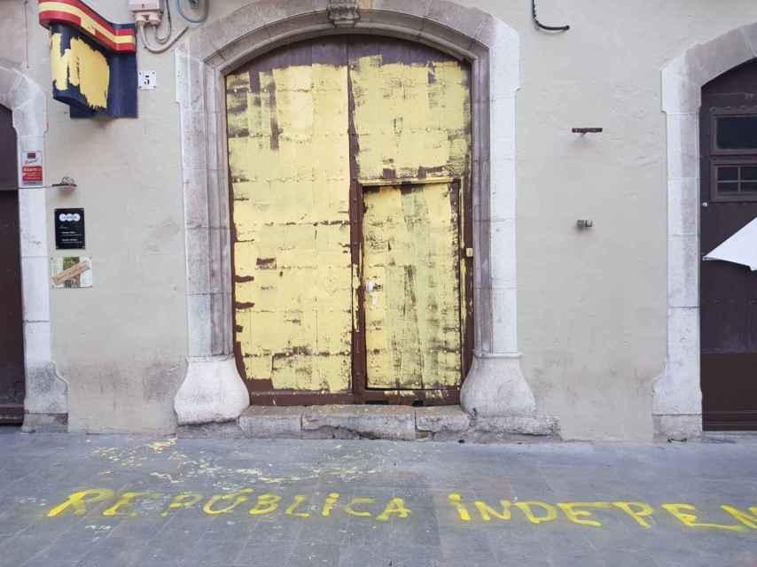 Subdelegación de Girona, pintada de amarillo