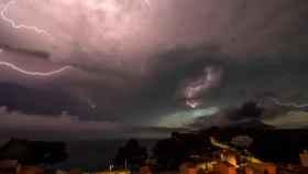 Vista de la tormenta eléctrica que cubría los cielos de la isla balear de Mallorca. (Archivo)