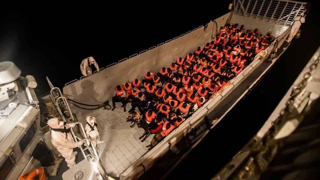 Imagen del barco Aquarius cuando navegaba hacia España.