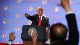 Trump, da la palabra a un periodista durante la rueda de prensa tras la cumbre con Kim Jong-un.