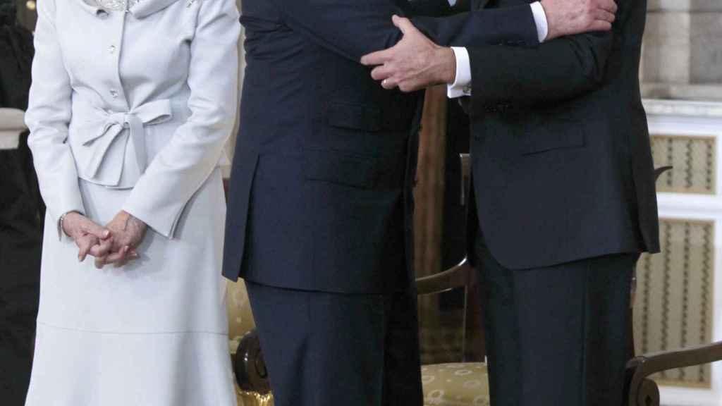 Juan Carlos y Felipe VI en el día de la abdicación. Gtres.