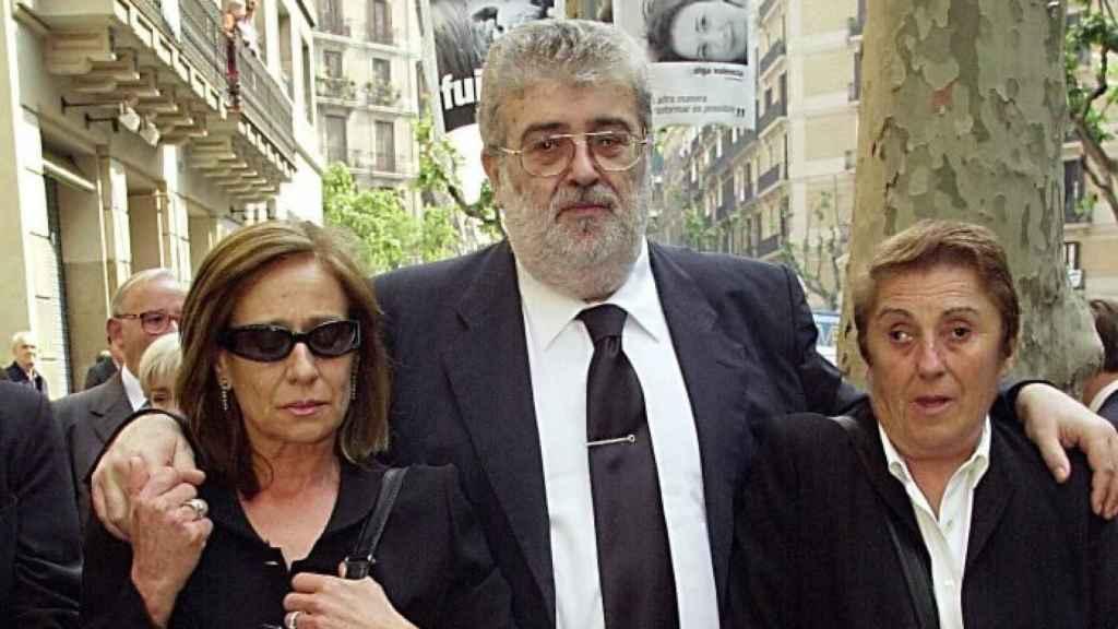 Las hermanas Lara Bosch junto al fallecido José Manuel Lara Bosch.