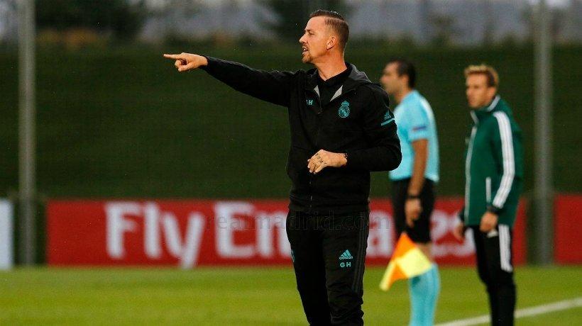 Guti dirigiendo al Juvenil en la UEFA Youth League