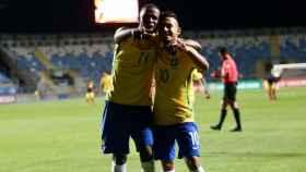 Vinicius Jr celebrando un gol con Brasil. Foto: Twitter (@CBF_futebol).