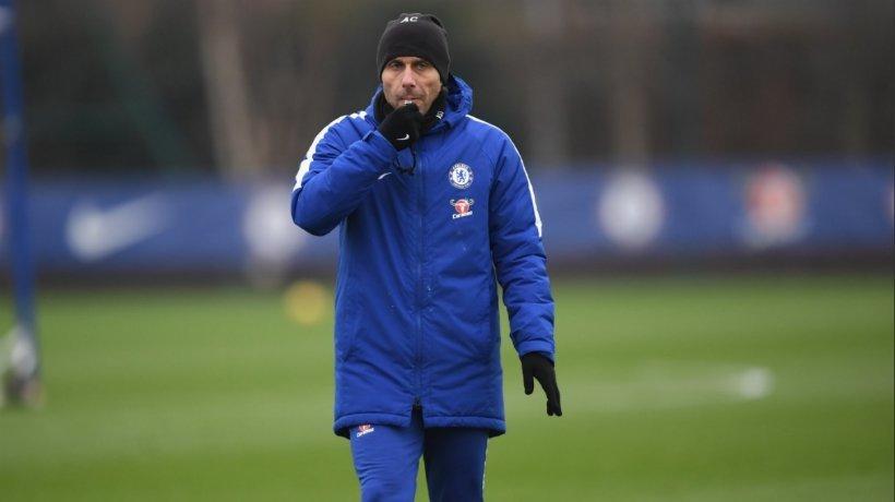 Antonio Conte durante un entrenamiento. Foto: Twitter (@ChelseaFC).