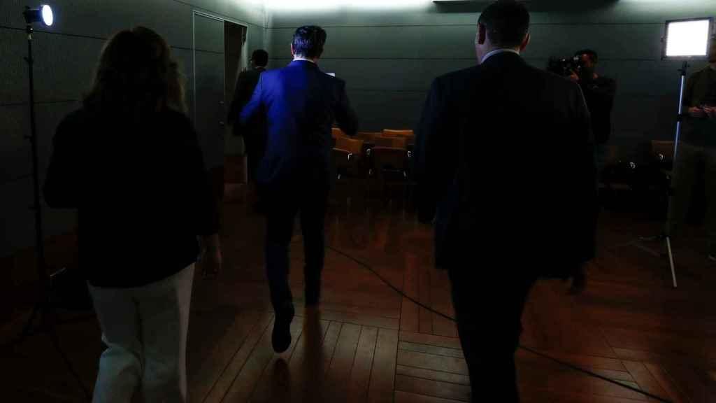 Màxim Huerta, ministro durante seis días, abandona la sala donde anunció su renuncia al cargo.