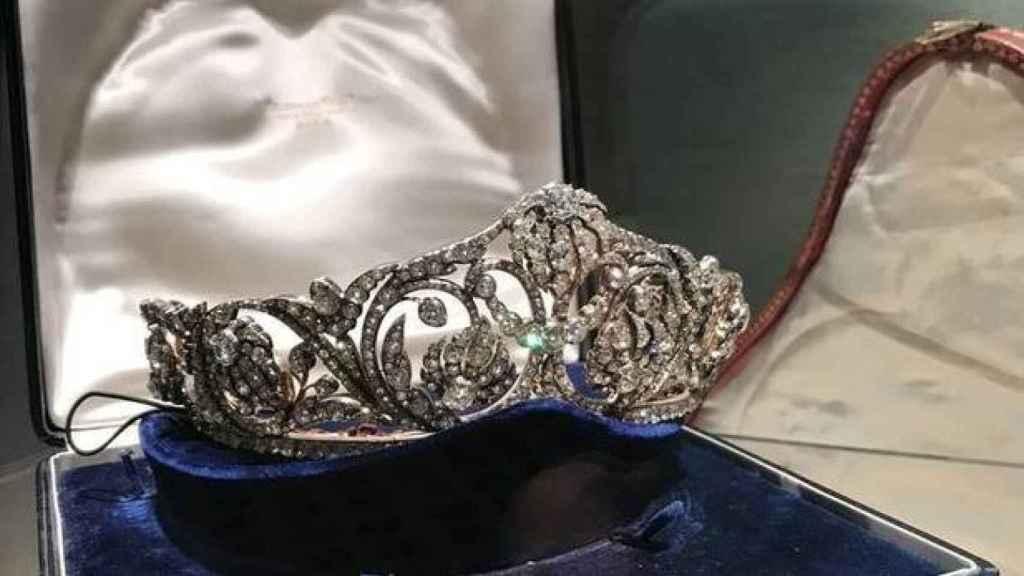Tiara de diamantes, una de las joyas que será subastada.
