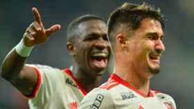 Vinicius celebra el gol de uno compañero suyo. Foto Instagram (@flamengo)