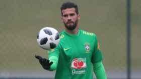 Alisson entrena con Brasil. Foto cbf.com.br