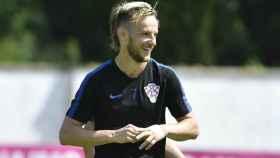Rakitic entrena con Croacia. Foto Twitter (@HNS_FF)