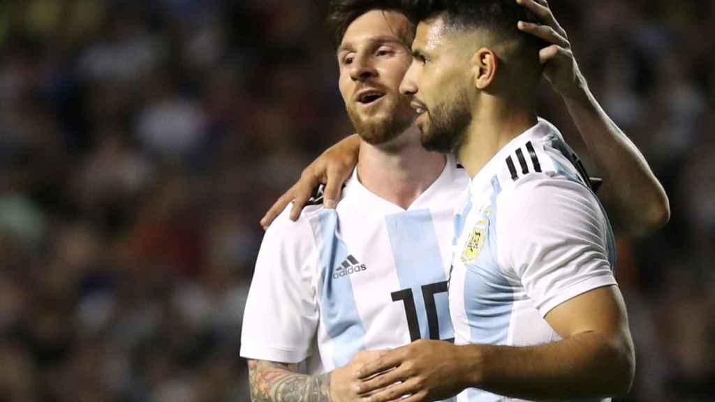 Messi y Agüero, durante un partido con Argentina.