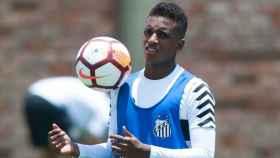 Rodrygo durante un entrenamiento del Santos. Foto: Twitter (@SantosFC).