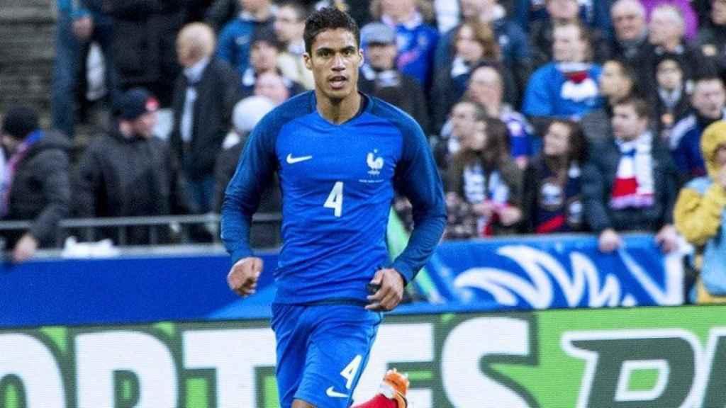 Varane en un partido con Francia. Foto: Twitter (@equipedefrance).
