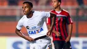 Rodrygo celebra un gol con el Santos. Foto Instagram (@rodrygogoes)