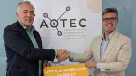 El presidente de AOTEC, Antonio García Vidal, y el CEO de ODF Energía, Sergio Palmero.