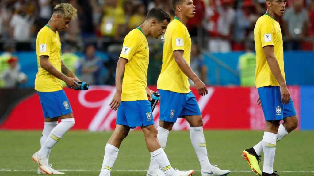 Los jugadores de Brasil, cabizbajos ante Suiza.